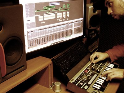 Thanasis recording synths for Dol Ammad